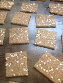 cut_crackers